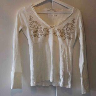Använd bara en gång, unik och fin tröja från Odd Molly 💕 Köpt i Täby centrum för 699:- Frakt:42:-