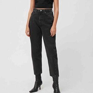 Supersnygga mom-jeans från weekday! Endast använda en gång då de är för korta för mig. Skriv för egna bilder, frakt tillkommer. Kan mötas upp