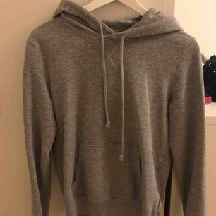 Skön hoodie. Möts upp i sthlm, köparen står för frakten