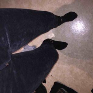 Mjukisbyxorna från Cubus som trendade för några år sedan i svart. Använda nån gång. Storlek S och i bra skick. Köparen betalar för frakt.