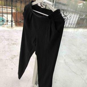 Kostymbyxor från Gina Tricot som är för stora för mig. I fint skick!😇