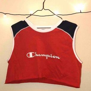 Croppat champion-linne 😍 Köpt på Humana så den är begagnad men har aldrig använt den själv.  Frakt: 42 kr :)