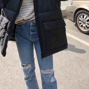 Jeans från zara, strl 36 men lite små i storleken tycker jag. Använda några gånger, fint skick!