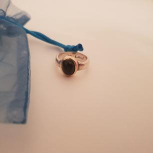 Äkta antiksilver ring.