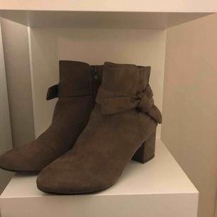 Boots köpta fån asos, jättesnygga men kommer tyvärr inte till användning längre:( använda Max 3 gånger