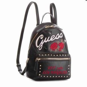 Sjukt snygg miniryggsäck, kommer tyvärr inte till användning längre. Har använt väldigt få gånger. Frakt är inkluderat i priset:)