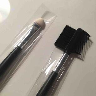 Den vita borsten används vid applicering av ögonskugga, och den svarta kan användas efter applicering av mascara för att jämna ut, men den kan också kamma ögonbrynen. Båda borstarna för 10 kronor, eller 5 kronor styck. De är helt oanvända!