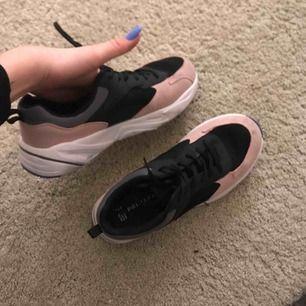 Jättefina skor, ALDRIG andvända säljer pga kommer aldrig till andvändning