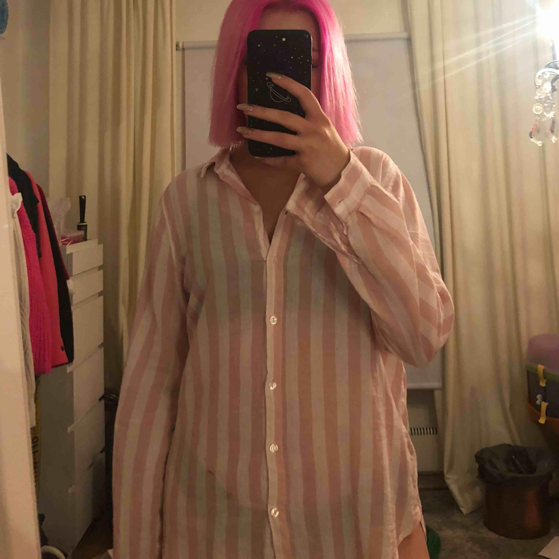 söt skjorta till sommaren från h&m, frakt tillkommer💕. Skjortor.