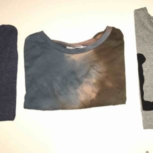 Snygga t-shirts som tyvärr inte kommer till användning längre. 1:a blå ribbad t-shirt 20 kr. 2:a, snygg batik mönstrad t-shirt från zara 30kr. 3:e, oversized Lee t-shirt 30kr. Kan mötas upp i Stockholm eller frakta!