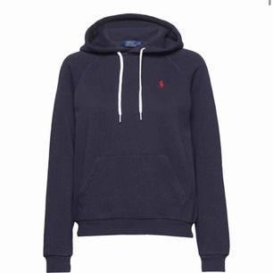 Tröjan är svart och har ej snören. Säljer denna fina Ralph lauren hoodien för att jag har en liknande. Priset kan diskuteras vid snap köp.