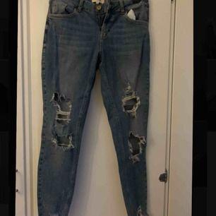 Blå boyfriend jeans från river island, knappt använda:) Ganska stora i midjan jämfört med benen