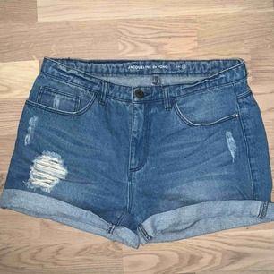 Jeans shorts i mjuk stretch, fint skick. Fraktar om köparen står för frakt, möts gärna upp