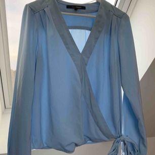 Ljusblå blus från Kappahl, fraktar om köparen står för frakt. Kan mötas upp.