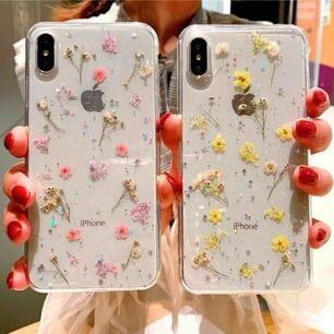Ett super gulligt aesthetic IPhone 6 Plus skal med små riktiga blommor på 🥺💓 säljer för 150 kr då jag knappt använt det! 💕 frakt på 18 kr