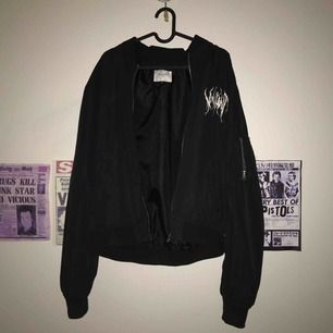bomber jacka med goth text size M