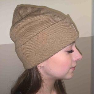 Tan hat