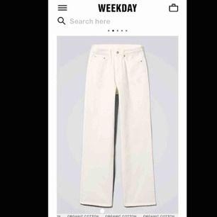 skitsnygga weekday byxor i modellen row. säljer pga är försmå. är ungefär 168 lång!! riktigt trendiga o snygga o typ slut överallt. fraktar eller möts upp i Lund!!