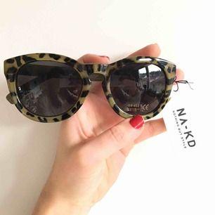 Leopardmönstrade solglasögon från NA-KD. Har två par av dessa.