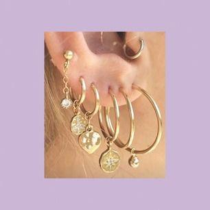 Världens finaste örhängen, tänk vad många fina kombinationer man kan göra!! 😍 Helt oanvända och köpte på ett smyckesstånd i London! 💞 FRAKT INGÅR , LÅNAD BILD!