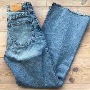 Ljusblå Yoko jeans ifrån monki, lite avklippa där nere då de var för långa 🙂  Inte mycket använda.  Köparen står för frakt :)