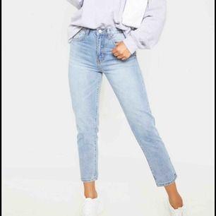 Asnygga jeans i en jätte fin blå färg! 😇