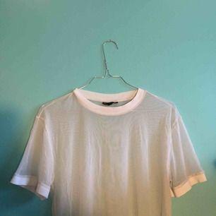 Transparent genomskinlig tshirt från topshop!   Fraktar eller möts upp i Stockholm!