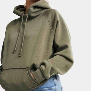 Säljer min militärgröna bikbok hoodie, använd ett fåtal gånger💗 Hör av dig om du undrar över något💗