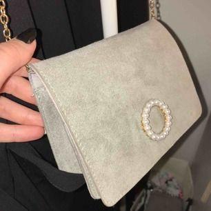 Väska i fint skick från Glitter Köparen står för frakten