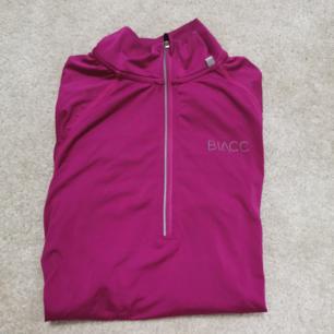 tränings tröja i rosa från blacc :)