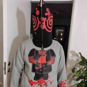 En snygg hoodie med Jigsaw mönster från Devil Nut. Storlek är M