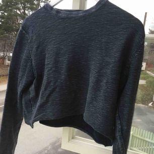 En Jack&Jones tröja jag gjort till magtröja. Mycket sparsamt använd. Lös vid magen, men tightare ärmar. Kontakta för bilder på eller frågor :)