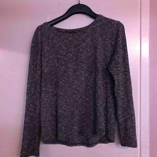 Stickad tröja från Kappahl, storlek L. kan mötas upp i alvesta/ växjö annars betalar köparen frakt.
