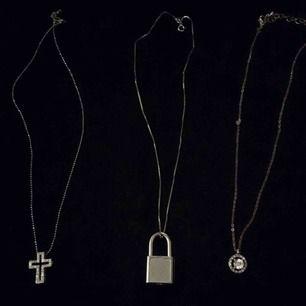 3 stycken silver halsband 30kr styck. Kors,Hänglås & diamant🤩 ✖️Korset är sålt✖️