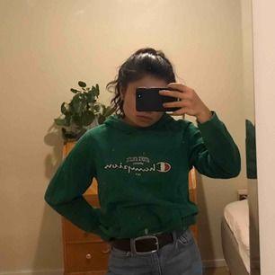 Grön Champion hoodie. Köpt på Beyond Retro.