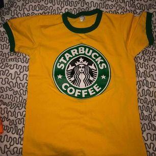 T-shirt från Thailand som jag köpte ny i vintras. Aldrig använd så i nytt och fint skick (: