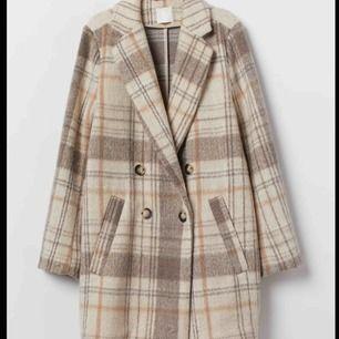 Populär kappa från hm. Köpt här på plick men är i toppen skick. Säljer pga att den inte kom till användning. Köparen står för frakt