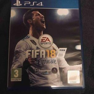 FIFA18 spel till PS4 spelet är släppt ifrån EA SPORTS och säsongen 17/18! Mycket bra och roligt spel, frakten kostar 19kr