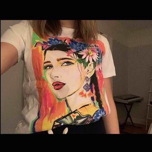 T-shirt med tryck  Knappt använd