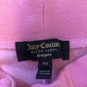 Jag säljer mina nästan oanvända ros juicy couture mjukisbyxor.