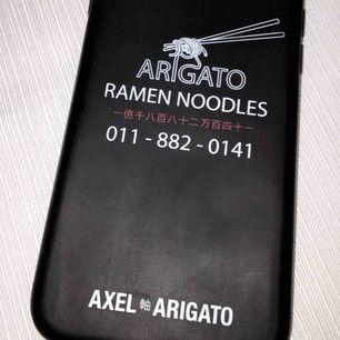 fint mobilskal från axel arigato till iphone 7/8. Den har en liten liten spricka på kanten men absolut inget som syns. fraktar men köparen står för frakten 💕