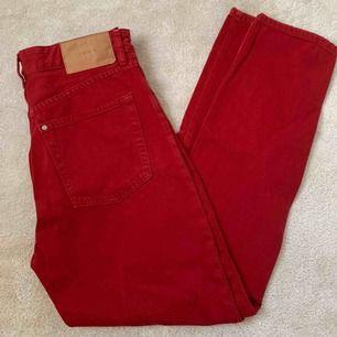 Röda jeans från Hm, höga i midjan! Från märket & denim. Kan mötas upp i Stockholm annars står köparen för frakt.