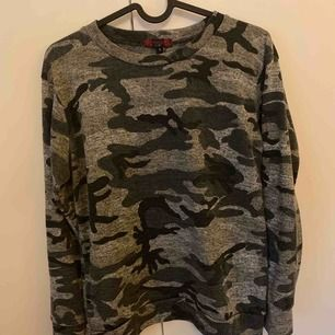 Militär sett tröja och byxa ingår. Skriv för bild på. Frakt tillkommer av köparen ☺️ Köpt på JFR