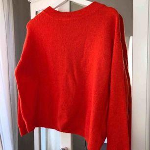Orangeröd tröja, strl S