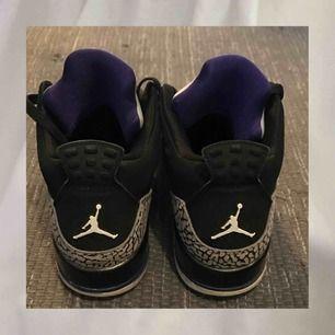 JORDAN 3 BLACK CEMENT PURPLE!! as bra skick säljer endast för att skorna är alldeles för små🥵 hmu för mer bilder eller info:) möts helst upp :)