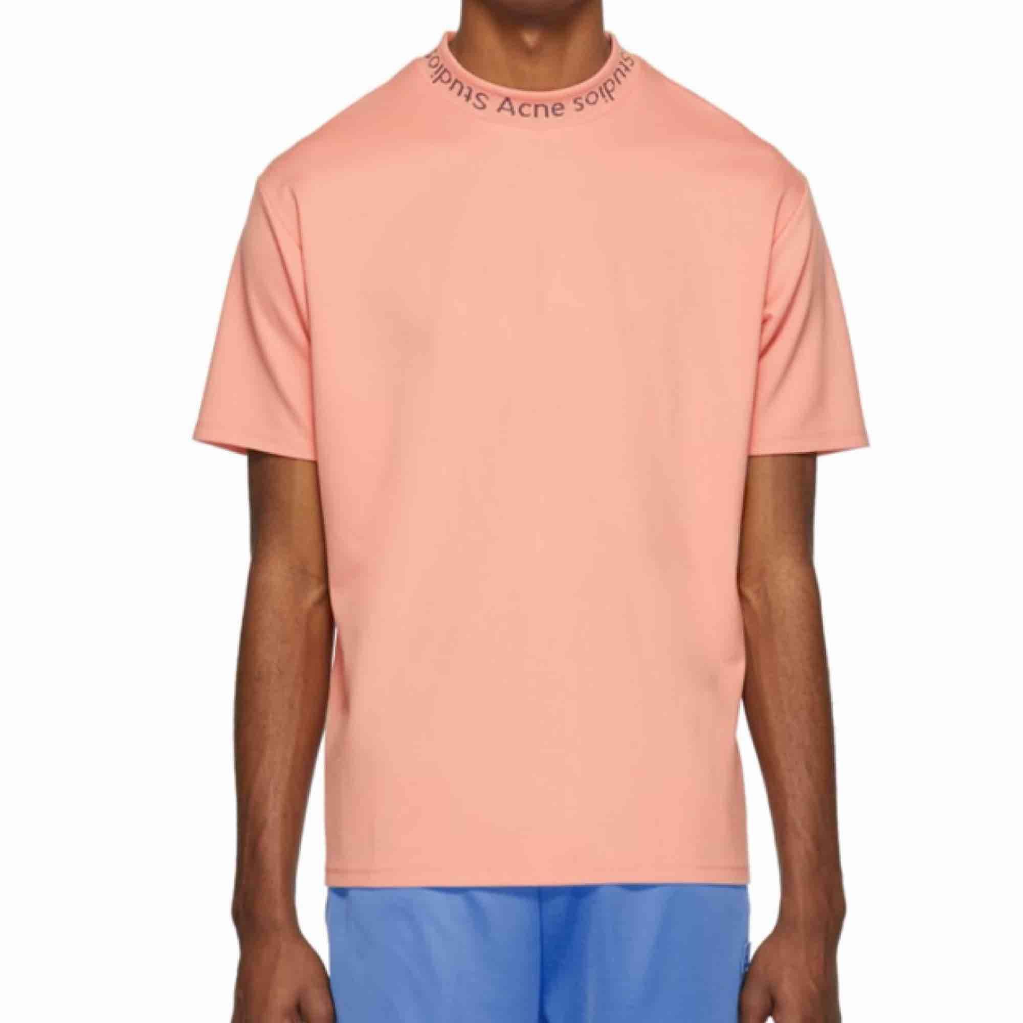 Acne studios t-shirt Rosa storlek S (men lite oversize). Nypris 1400:-. T-shirts.