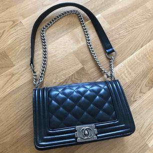 AAA kopia. Aldrig använd. Köptes i Dubai för ca 3000kr. Tillverkades i Chanelfabriken.