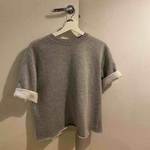Sweatshirt från HM som jag klippt av själv. Sparsamt använd, väldigt mjuk!