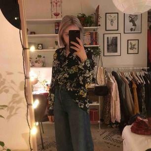 En jätte fin blus från H&m i blommigt mönster, 💖 Köparen står för frakt