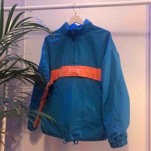 Obey jacka i fint skick, köptes för 1100kr förra sommaren, Storlek M.  +59kr för frakt.